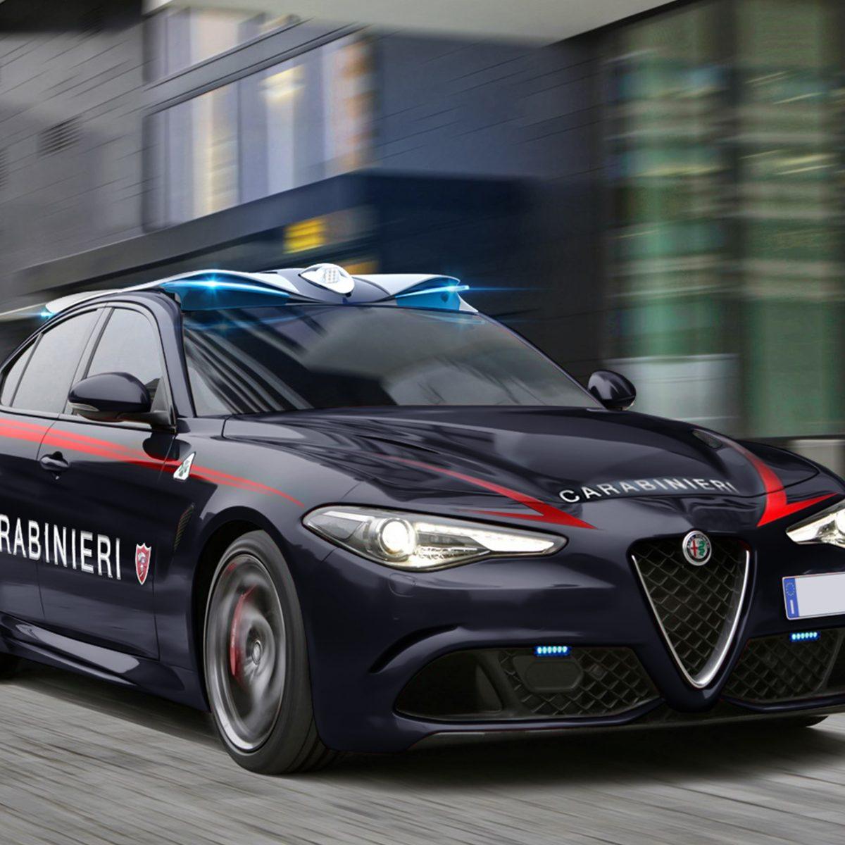 Alfa Giulia quadrifoglio verde carabinieri